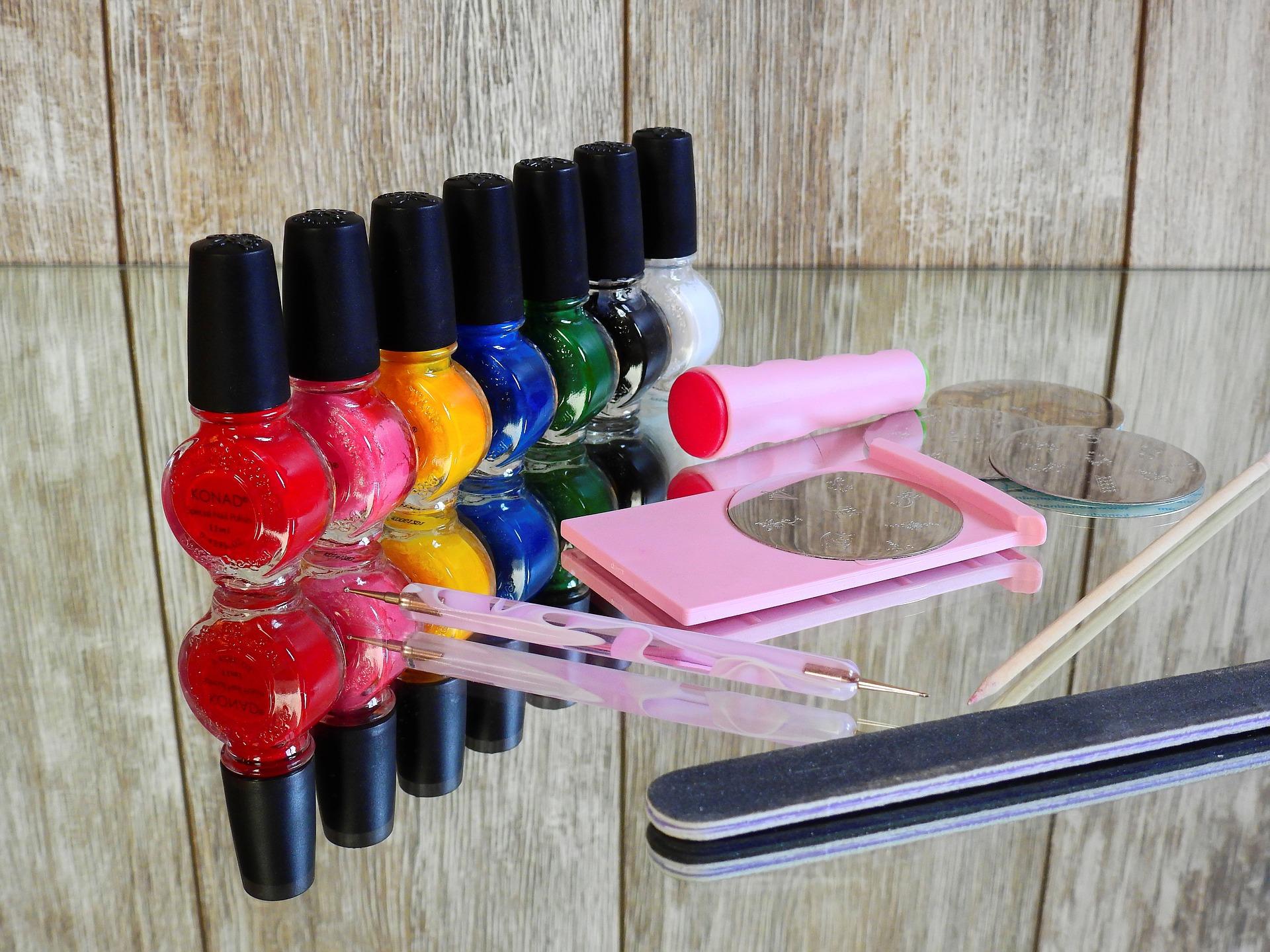 nail-polish-2112358_1920